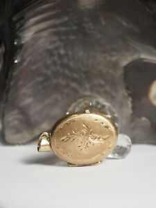 9CT ROLLED / LINED YELLOW GOLD OVAL LOCKET WITH ETCHING ON FACE
