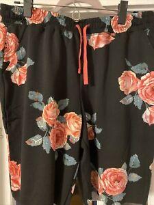 NWT LULAROE JAMIE M SHORTS BLACK BACKGROUND ROSES FLORAL