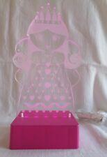 LED Lámpara Mesilla Rosa Princesa Cuento Hadas forma Perspex en un soporte 2hr
