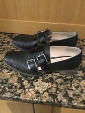 CLARKS BLACK LEATHER FLAT SHOES / SIZE 5.5 D / WORN GOOD CONDITION