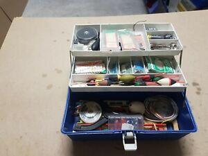 Piccola Cassetta pesca con accessori.