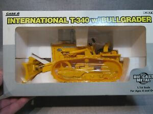 Case IH International T-340 with Bullgrader - ERTL 1:16 Scale Model #4380 New!