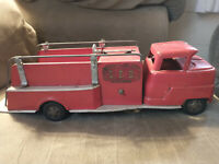 """Vintage 1950's Structo Fire Truck - S.F.D. Pumper 19"""" - Great Condition"""