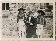 PHOTO ANCIENNE - VINTAGE SNAPSHOT - ENFANT DÉGUISEMENT COSTUME FOLKLORE DRÔLE 2