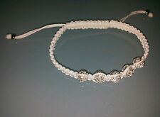 Bracciale in cotone cerato bianco con sfere argentate luminose e cristallini