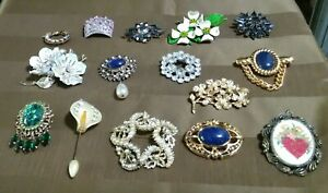 Lot Of 15 Costume Jewelry Brooches Pins Sparkly Rhinestones Pearls Gold Silver