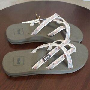 Teva Olowahu Flip Flops Women's Size 6 Sandals
