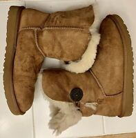 UGG Boots Woman's size 8 Brown S/N1018517
