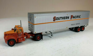 Athearn HO Mack B Tractor with 40' Trailer Southern Pacific SP ME-133