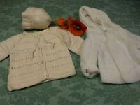 lot=  3piéces bébé 6mois ou gros poupon  =du tricoté neuf ,veste et bonnet laine