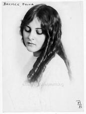 Photo. 1910-12. Sylvia Bremer