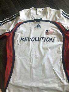 new england revolution mls shirt labelled Medium but fits as large