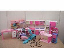 Lotto per OdL vtge SINDY CUCINA unità, FRIGO, CUCINA, sink.goldlok toys.scooter.bike