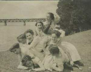 VINTAGE PHOTOGRAPH PILE OF FUN LOVING YOUNG WOMEN OR TEEN GIRLS 1900s