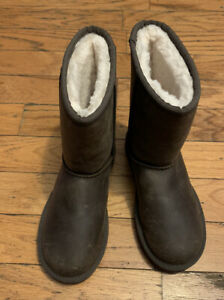 UGG Women's Classic Brown Leather Water Resistant Short Boots Size 5
