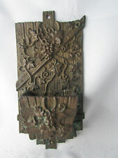 ancien porte allumettes mural en bronze decor de vignes raisins faux bois XIXe