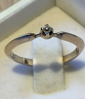 Vintage 925 Sterling Silver Gold Plated Solitaire Ring With Zircon. Size N/O