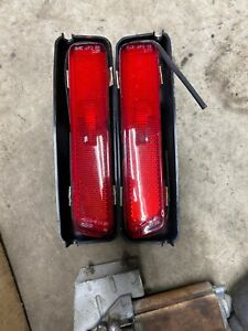 GENUINE PORSCHE 944 REAR SIDE MARKER LIGHT SET 1983-91 RED MARKER