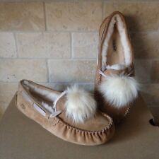 UGG Dakota Pom Pom Chestnut Slippers Moccasins Suede Sheepskin Size US 7 Womens