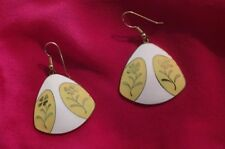 Sixties Mod Yellow Flower Over White Vintage Gold Toned Dangle Earrings 2 Inch