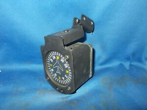 VERTICAL CARD COMPASS W/PIPER HANGING MOUNT