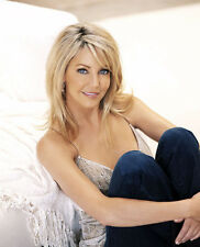 Heather Locklear UNSIGNED photo - H2862 - GORGEOUS!!!!!
