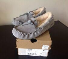 UGG Dakota Pantofole Mocassino Metallizzato Grigio UK6.5/EU39 Ologramma Etichetta Nuovo con Scatola