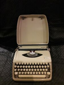 Vintage Triumph Personal Typewriter In Case Fully Working