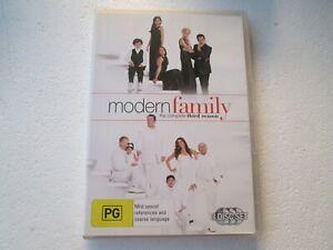 MODERN FAMILY - SEASON 3 - 3 Disc DVD Set - REGION 4 - PAL - Free Postage