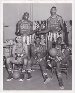 WILT CHAMBERLAIN AND THE HARLEM GLOBETROTTERS 1970'S VINTAGE 8X10 TYPE II PHOTO