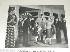 1939 Hapag-Lloyd Ocean Liner advertisement, Mom & Dad & young girl on gangway