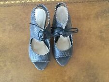 "LADIES GREY ""DISTRESSED"" ALDO SANDALS IN SIZE 5/38/SOME SIGNS OF WEAR"