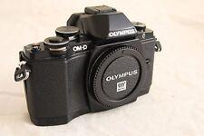 Olympus OM-D E-M10 16.1MP Fotocamera Reflex Digitale-Nero (Solo Corpo) con impugnatura