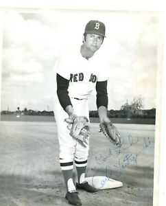AUTOGRAPH - CARL YASTRZEMSKI - RED SOX - HOF - PEN SIGNED 8X10 PHOTO