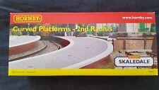 Hornby CURVED Platforms x 2 single sided - Model Trains OO/HO - Skaldale R8643