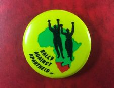 Pin Badge Button SOUTH AFRICA RALLY AGAINST APARTHEID Original Metal. RARE !