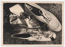 PHOTO ANCIENNE Nature morte Basket Lunettes de soleil Bouteille Chaussures 1970