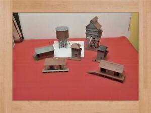 VINTAGE PLASTIC VILLE H& O BUILDINGS 7 PIECES MODLE TRAIN BUILDINGS