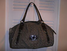 GUESS LOGO PURSE BLACKS 100% AUTHENTIC  NICE & CHEAP!!!!