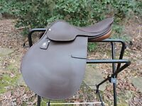 "New Lovatt & Ricketts  16""  Close Contact Saddle Made in Walsall England"