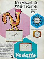 PUBLICITÉ DE PRESSE 1967 VEDETTE LE RÉVEIL A MÉMOIRE PENSE POUR VOUS - COQ