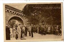 CPA Carte postale- Belgique-Beauraing- La foule devant la grille et l'arbre
