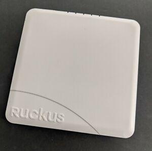 901-R600-US00: Ruckus Wireless ZoneFlex Access Point w/mounting plate & bracket