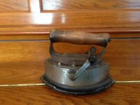 ANTIQUE VNTG ASBESTOS SAD IRON 72-A COMPLETE HANDLE(REMOVABLE COVER)& STAND