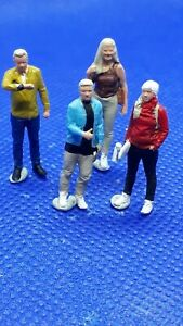 Resin finescale 00 gauge figures/people handpainted  young men & ladies x 4