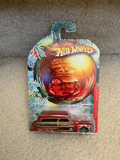 HOT WHEELS HOLIDAY HOT RODS 2010 PURPLE PASSION WOODIE CHRISTMAS DETAILS