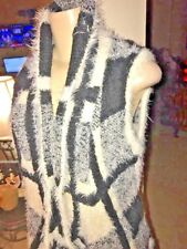 KNIT SWEATER   36 point 5  FURRY SIZE SMALL BLACK WHITE B11