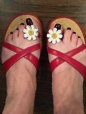 Women's Red Flat Slip On Sandals With Daisy Flower Size 9.5