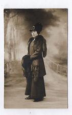 CARTE PHOTO Décor Toile peinte Postcard RPPC 1930 Femme Foururre Mode Robe