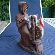 Belle Sculpture Bois Femme au Rouet Socle Signé SIC France 18 x14x7 Cm - 340 Grs